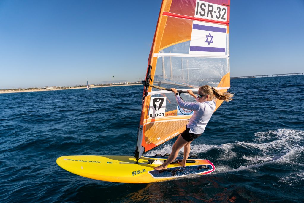 קטי ספיצ'קוב- גולשת רוח ישראלית מקבלת תמיכה מרב בריח