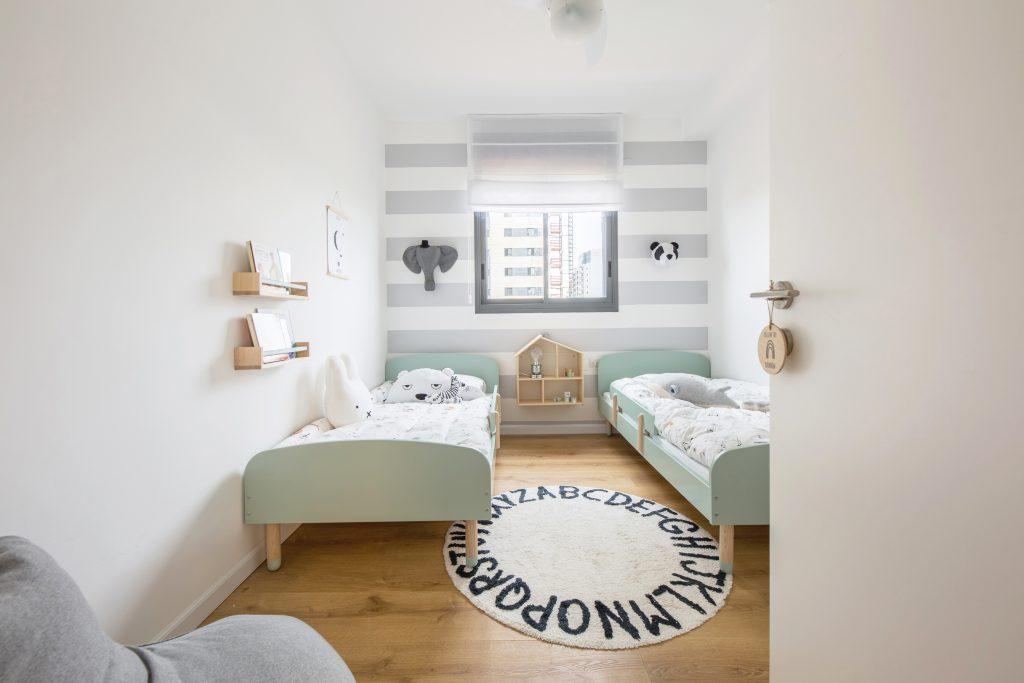חדר ילדים עם פרקט עץ עיצוב של רוני ארליך
